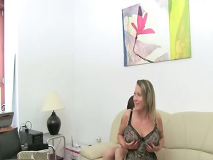 mature woman fuck on leather bed