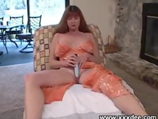 solo mature whore toying her experienced cunt