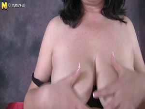 chubby mama pleasing with her bossom and kitty