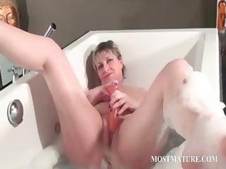 nasty mature masturbates into bathtub