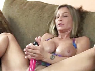 horny woman leeanna gangbanging her vagina with a