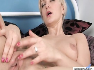 finger gangbanging mature babe fucks the rabbit
