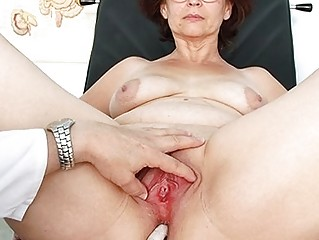 elderly ivana cougar kitty speculum gyno
