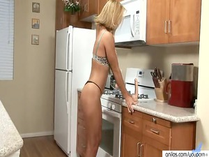 milf skillfully blows a sex toy before drilling it