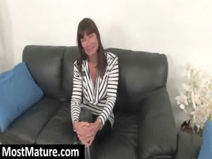 milf into pantyhose fingers quim