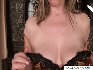 older  milf makes her vagina white cream