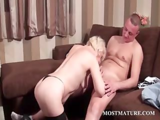 hot cougar acquires libido into oral and bitch