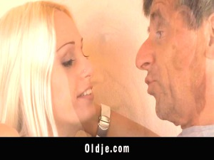 old braggart manages to bang inexperienced erica