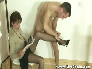 lady sonia has fellow with foot fetish lick her